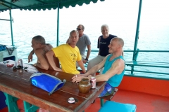 fishing-snorkeling-koh-chang-klong-son-party-on-the-beach-1