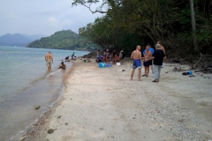fishing-snorkeling-koh-chang-klong-son-party-on-the-beach-10