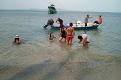 fishing-snorkeling-koh-chang-klong-son-party-on-the-beach-11