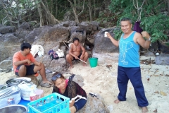 fishing-snorkeling-koh-chang-klong-son-party-on-the-beach-15