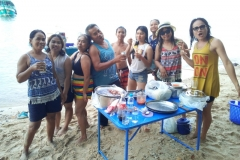 fishing-snorkeling-koh-chang-klong-son-party-on-the-beach-18