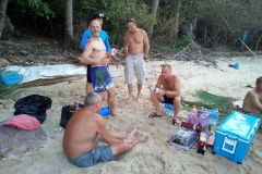 fishing-snorkeling-koh-chang-klong-son-party-on-the-beach-19