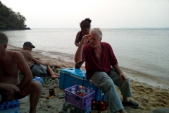 fishing-snorkeling-koh-chang-klong-son-party-on-the-beach-21