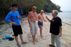 fishing-snorkeling-koh-chang-klong-son-party-on-the-beach-6