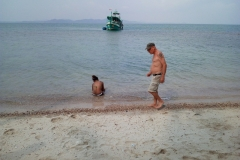 fishing-snorkeling-koh-chang-klong-son-party-on-the-beach-7