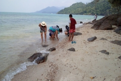 fishing-snorkeling-koh-chang-klong-son-party-on-the-beach-9